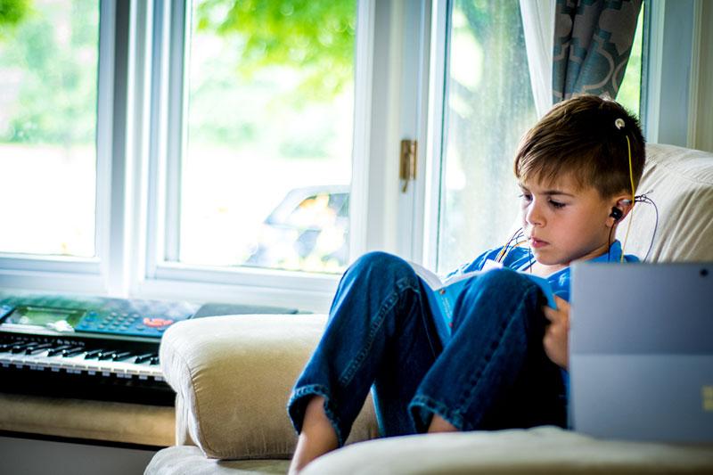 عدم تمرکز کودکان با دستگاه نوروفیدبک